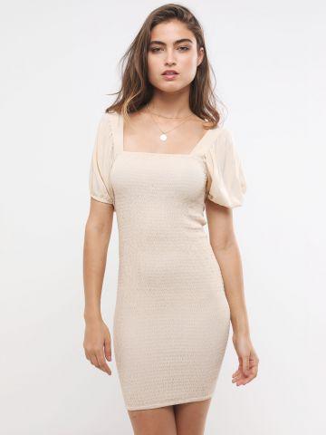 שמלת כיווצים מיני עם שרוולים נפוחים