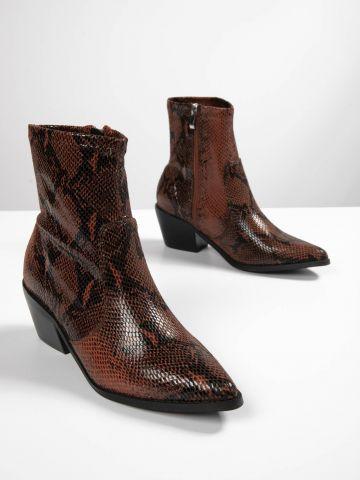 מגפיים בדוגמת נחש עם סיומת מחודדת / נשים