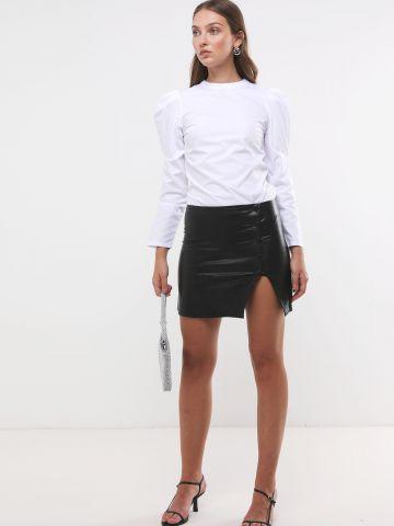 חצאית מיני דמוי עור עם כפתורים