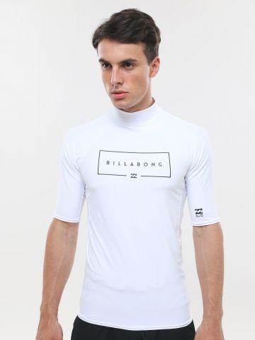 חולצת גלישה לוגו עם צווארון גבוה