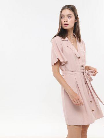 שמלת מיני עם כפתורים ורצועת קשירה