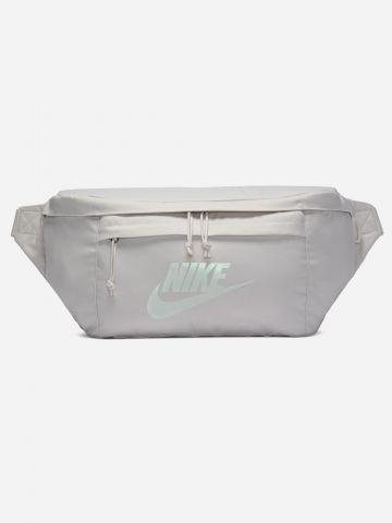 פאוץ' עם הדפס לוגו Nike Tech / נשים