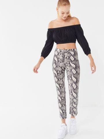 מכנסיים בהדפס נחש ובגזרה גבוהה UO