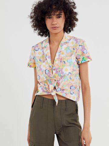 חולצה מכופתרת בהדפס פרחים עם שרוולים קצרים UO