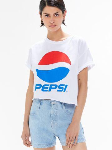 טי שירט קרופ עם הדפס UO Pepsi