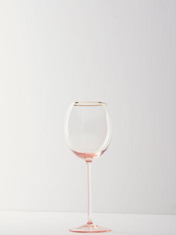 כוס יין גבוהה עם שפה מוזהבת