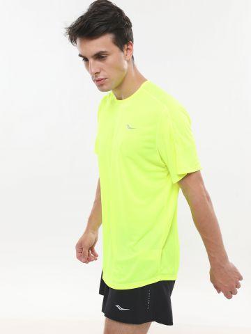 חולצת ריצה ניאון עם רקמת לוגו
