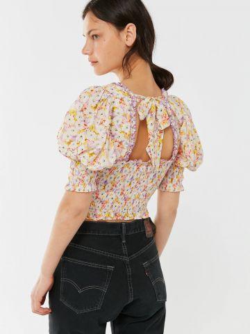 חולצת כיווצים בהדפס פרחים UO