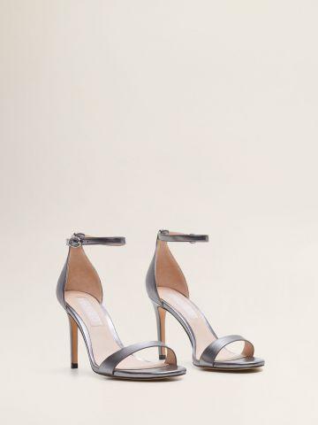 נעלי עקב סטילטו מטאליות