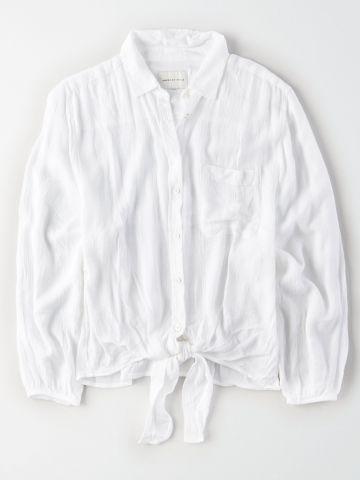 חולצה מכופתרת עם אלמנט קשירה / נשים