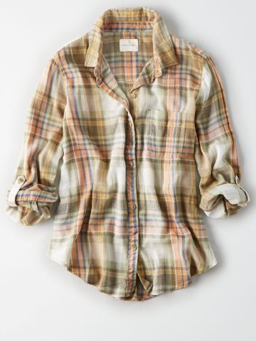 חולצה מכופתרת בהדפס משבצות / נשים