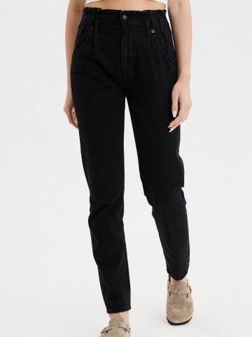 ג'ינס Mom עם קפלים