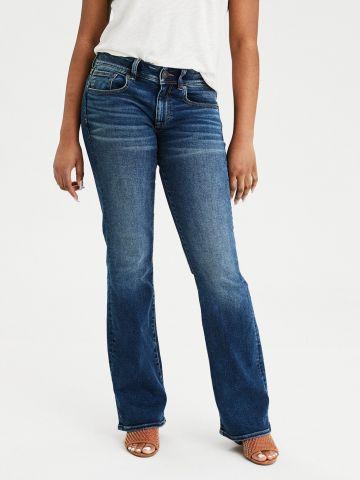 ג'ינס מתרחב בשטיפה כהה עם הלבנה Kick boot
