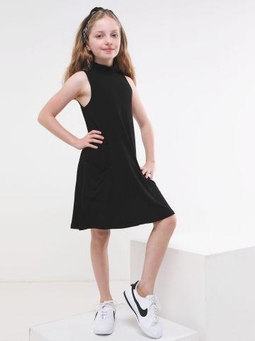 שמלה עם כיסים וצווארון גבוה