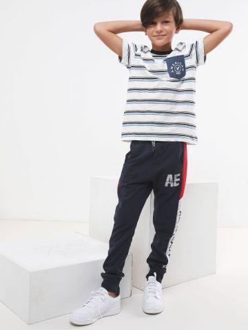 מכנסי טרנינג ארוכים עם סטריפים בשילוב לוגו