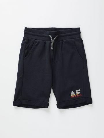 מכנסי טרנינג קצרים עם הדפס לוגו / בנים