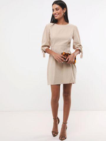 שמלת מיני פשתן עם שרוולים בשילוב קשירה