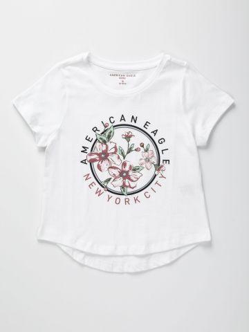 טי שירט עם הדפס לוגו ופרחים / בנות