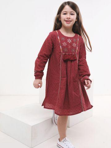 שמלה עם עיטורי רקמת נקודות ופרחים