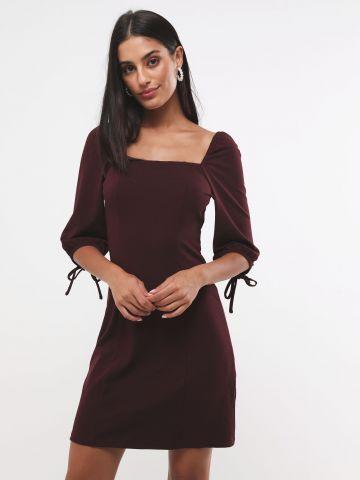 שמלת מיני עם שרוולים נפוחים בשילוב קשירה