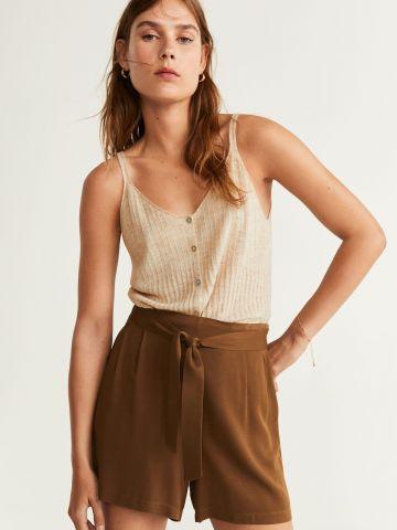 מכנסיים קצרים עם חגורת קשירה במותן