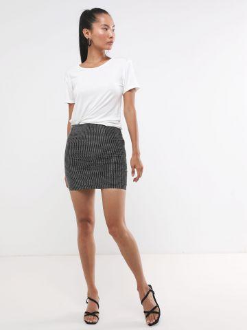 חצאית מיני בשילוב אבנים נוצצות