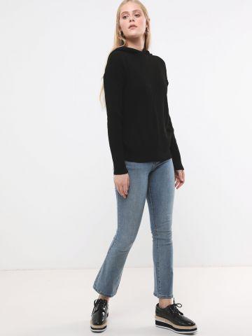 ג'ינס ארוך עם סיומת מתרחבת של GLAMOROUS