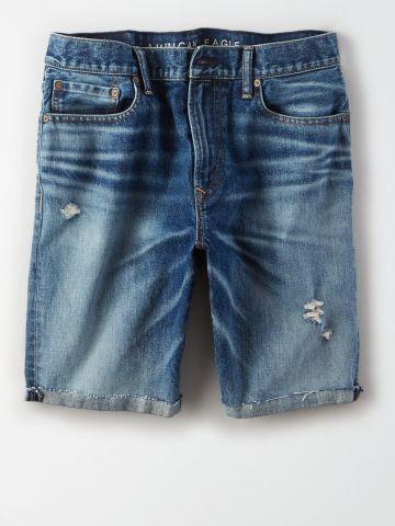 ג'ינס קצר בשטיפה כהה עם שפשופים / גברים