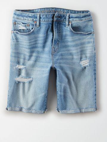 ג'ינס קצר בשטיפה בהירה עם קרעים / גברים
