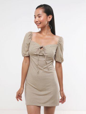 שמלת מיני בהדפס נקודות עם קשירה