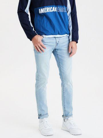 ג'ינס סלים בשטיפה בהירה