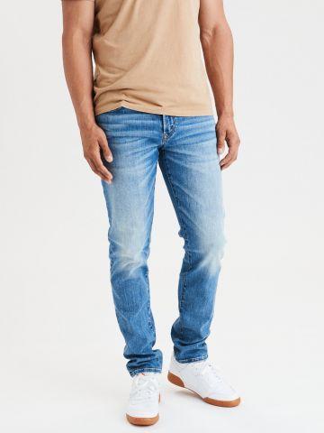 ג'ינס סלים בשטיפה בהירה עם הלבנה