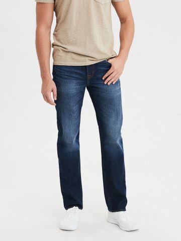 ג'ינס בשטיפה כהה עם הלבנה