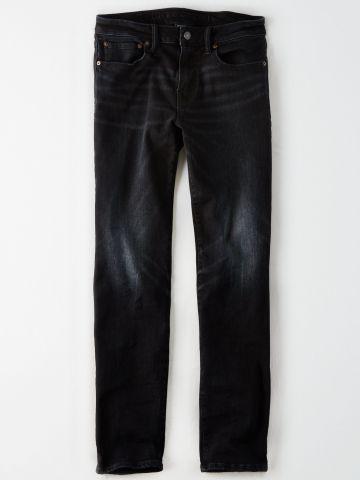 ג'ינס בשטיפה כהה עם הלבנה / גברים