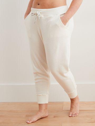 מכנסי טרנינג פלאפי עם שרוך