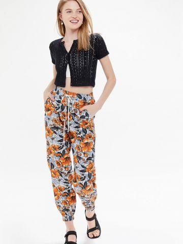 מכנסיים ארוכים בהדפס פרחים UO
