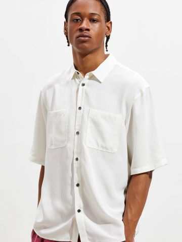 חולצה מכופתרת עם כיסים UO
