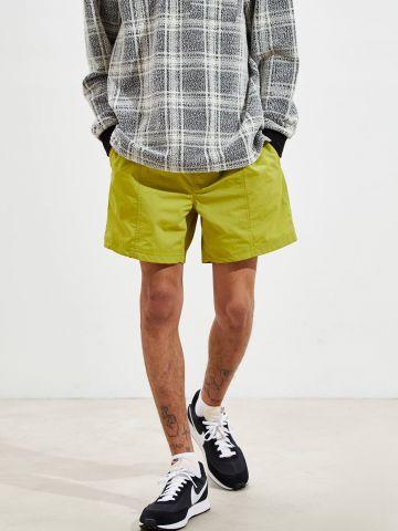 מכנסי ניילון קצרים עם גומי UO