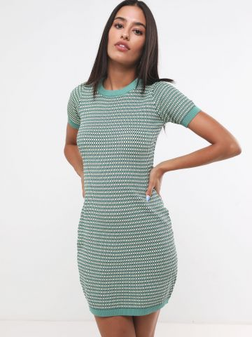 שמלת סריג מיני בדוגמת פסים