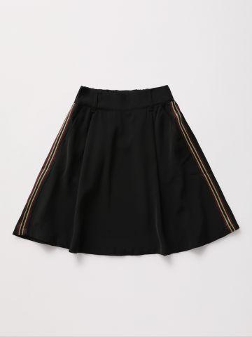 חצאית מיני עם סטריפים / בנות