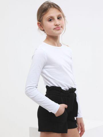 מכנסיים קצרים עם כיסים וחגורת קשירה