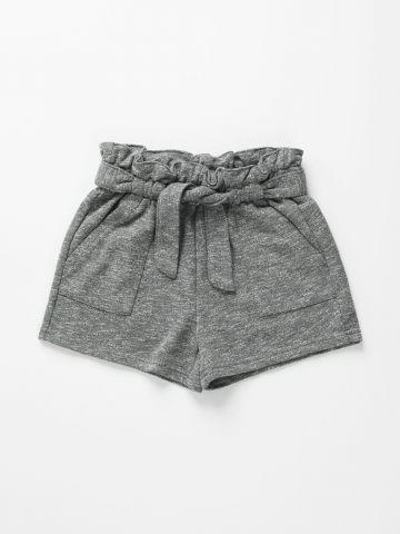 מכנסיים קצרים עם כיסים וחגורת קשירה / בנות