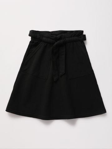 חצאית מיני עם כיסים וחגורת קשירה / בנות