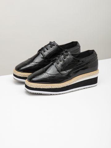 נעלי אוקספורד פלטפורמה בגימור מבריק / נשים