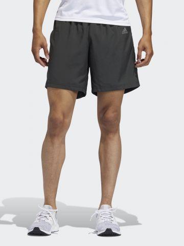 מכנסי ריצה קצרים עם לוגו ופאנלים רשת