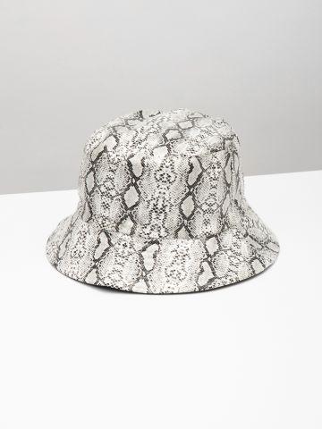 כובע באקט בהדפס מנוחש