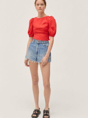 חולצה עם איקסים בגב ושרוולים נפוחים UO