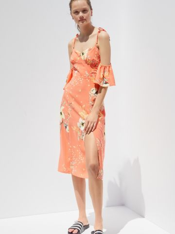 שמלת מידי אוף שולדרס עם שסע בהדפס פרחים UO
