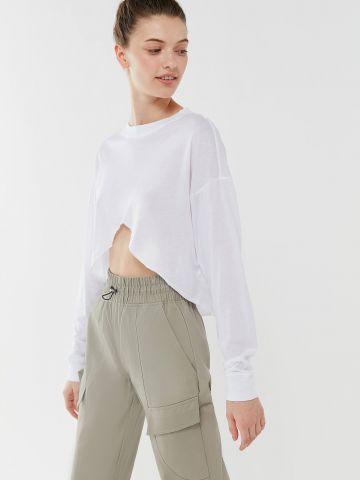 חולצת קרופ אסימטרית OUT FROM UNDER