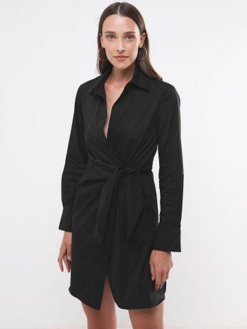 שמלת מיני בסגנון מעטפת עם צווארון